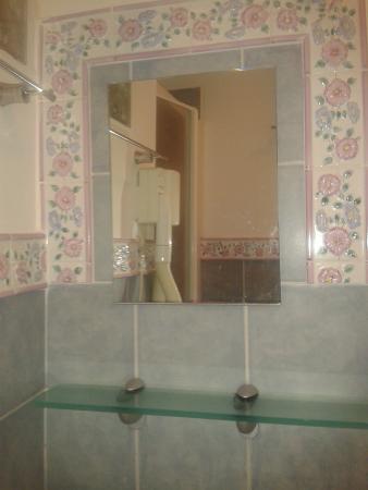 Fiori di Napoli : My ensuit bathroom with pretty tiles