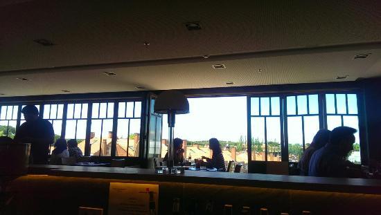 Majadahonda, Espanha: Abierto, hamburguesa 3 quesos, steak tartare clásico, pantalla deportes