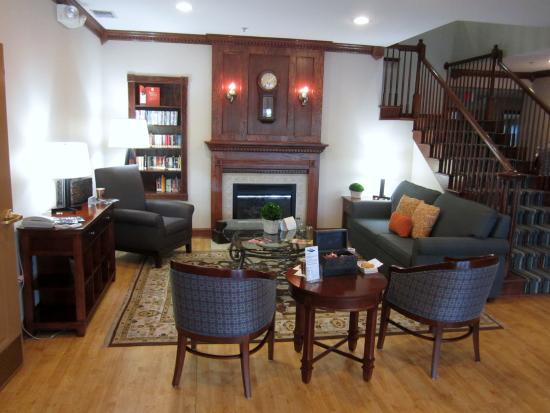 """Country Inn & Suites By Carlson, Lehighton (Jim Thorpe: The homey """"living room"""" in the lobby"""