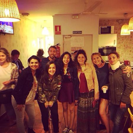 Mediterranean Barcelona Youth Hostel: Excêntrico hostel ! O melhor staff, quartos excelentes , banheiros ! Limpeza e confiança ! Fiz g