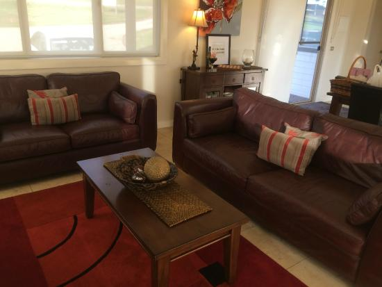 Wild Cattle Creek Estate: Amazing Couches   So Comfortable