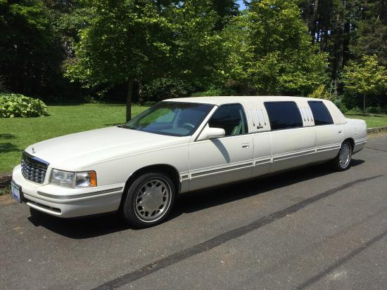 Nanaimo, Canada: Limousines for 6 passengers