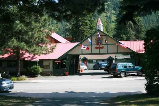 Evergreen Inn: this is the front entrance to the inn