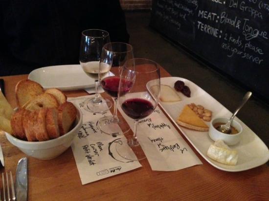 Salt Tasting Room : cheese and wine flight