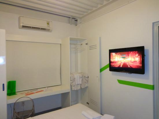 WAVE Hotel & Café Curaçao : TV and part of the Closet