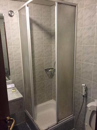 York International Hotel: Nice room and bathroom