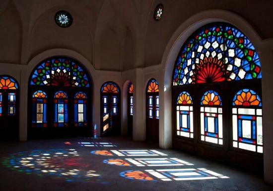 Kashan, Iran: Fantastic colorful room