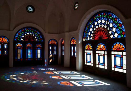 Kashan, Iran: Fantastic colorful room
