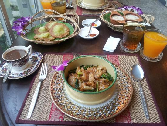 how to say breakfast in thai