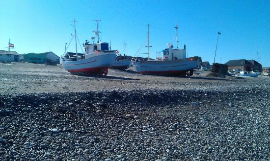 Vorupor, Denmark: Fiskekutter trukket på land