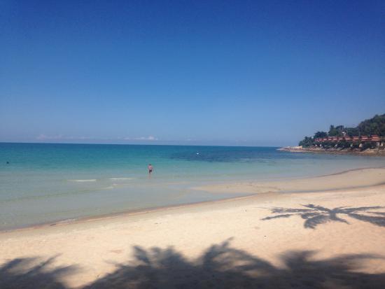 Baan Sawan Samui Resort: Plage à proximité de l'hôtel