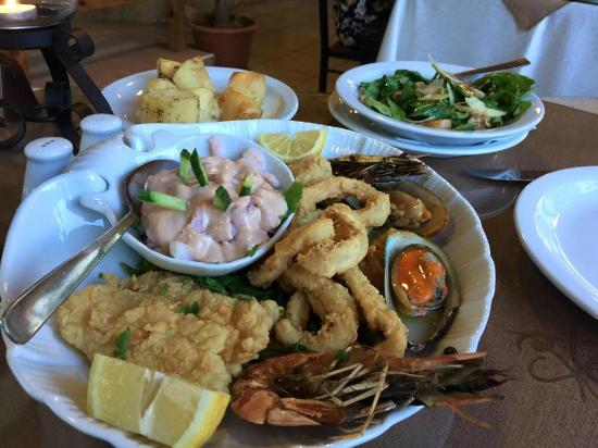Michael's Tavern : Seafood platter