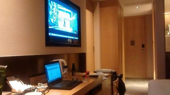 L'hotel elan: My room