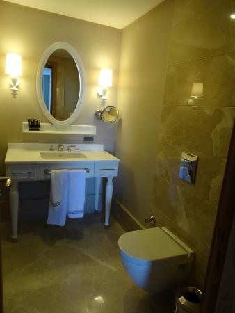salle de bain wc suite Picture of Sueno Hotels Deluxe Belek Belek