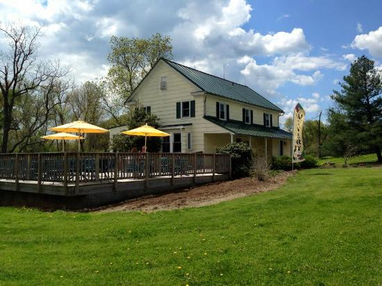 Lovettsville, Вирджиния: Tasting House at Hiddencroft Vineyards