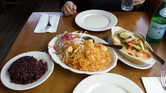 Cholada : Pad Thai, Panang Curry Scallops and Brown Rice