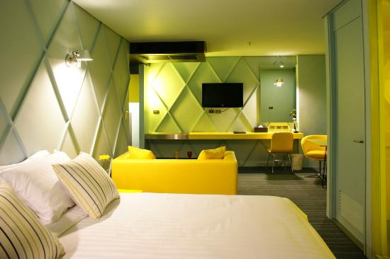 The Heritage Bangkok: next to bed