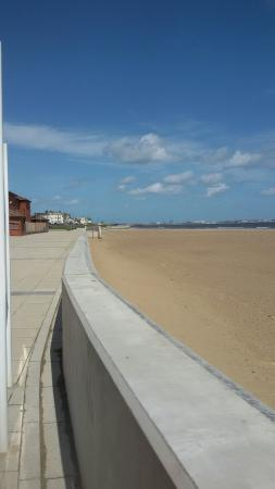 Bay Eden Arms Hotel: Plenty of room on the Seaton Carew beach. Check out Glady's 40s Cafe while you are there. Keep s