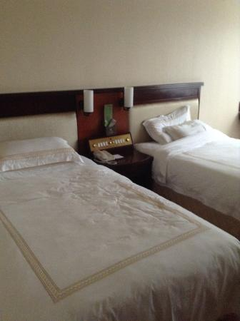 Overseas Chinese Friendship Hotel: The room was nice and cozy!