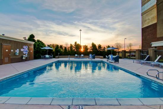 SpringHill Suites Fresno: Swimming Pool