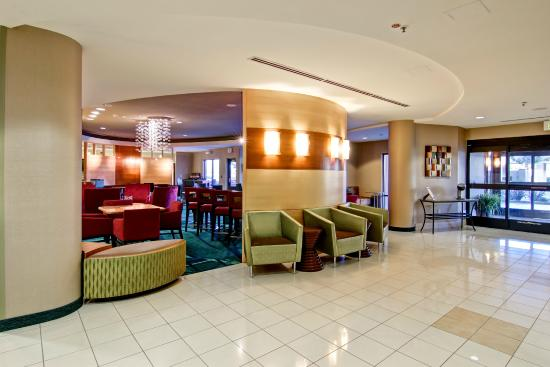 SpringHill Suites Fresno: Front Lobby Entrance