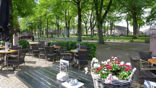 Hotel Wesseling: terras en Brink