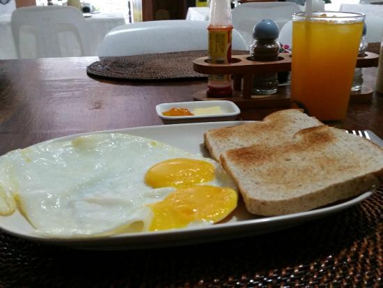 Turtle Inn Resort: Breakfast