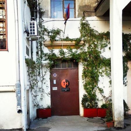 Theatre Hostel: вход в хостел