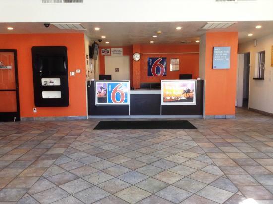 Motel 6 Hemet: Lobby