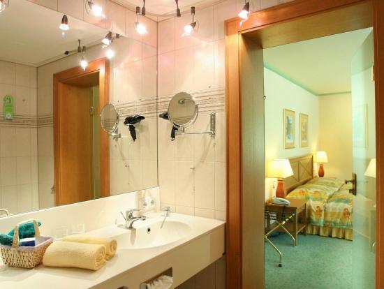 IFA Alpenhof Wildental Hotel: Bad