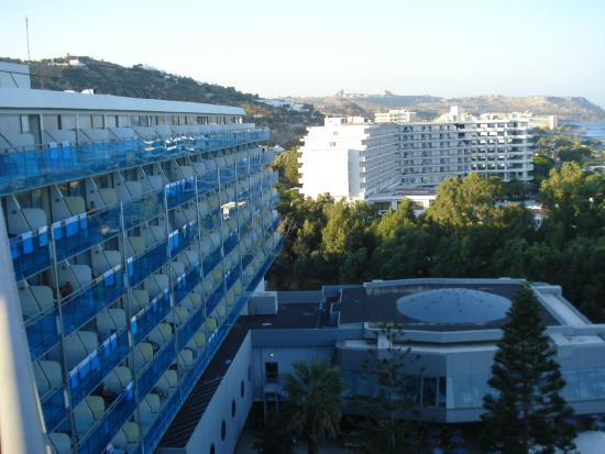 Hotel Calypso : Hotelszárny a kert felől