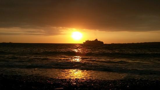 Meltemi Cafe: Windy sunset