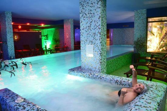 Vista do looby do hotel e seu bar picture of mercure - Hotel piscina roma ...