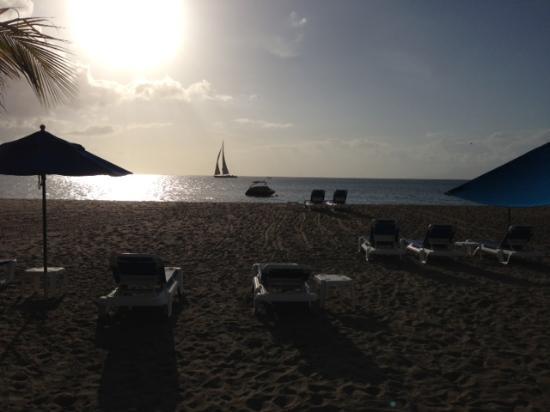 The Hamilton Beach Villas & Spa: Sunset at The Hamiltron Beach Villas and Spa