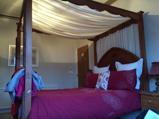 All Seasons Bed & Breakfast: Four Poster bedroom