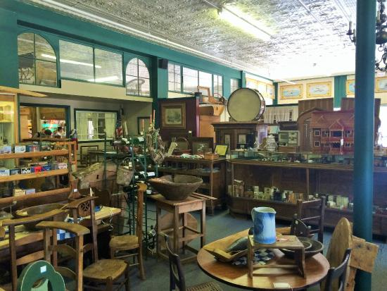 ‪Bay Antique Center‬