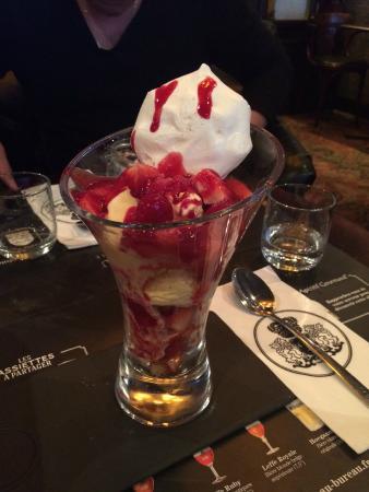 dessert fruits rouge meringue glace vanille Picture of Au