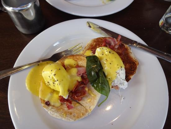 Sheries Cafe Bar: Eggs Benedict. A thing of beauty AND delicious