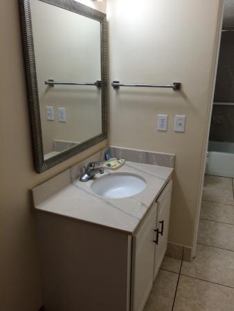 Outrigger Beach Club: second bathroom sink