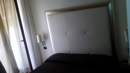 The Strand Hotel : al menos la cama era comoda, cama doble son dos camas juntas