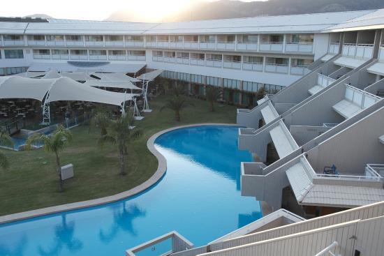 Zwembad Op Balkon : Uitzicht vanop balkon zwembad hotel terras picture of hilton
