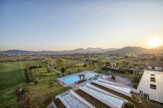 Parco colli euganei foto di piscine termali leonardo da vinci abano terme tripadvisor - Abano terme piscine termali ...