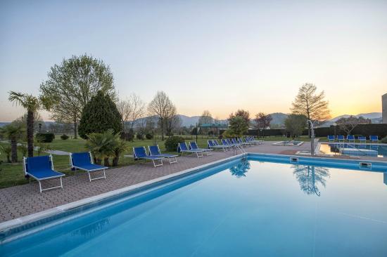Piscina esterna foto di piscine termali leonardo da vinci abano terme tripadvisor - Piscine termali montegrotto ...