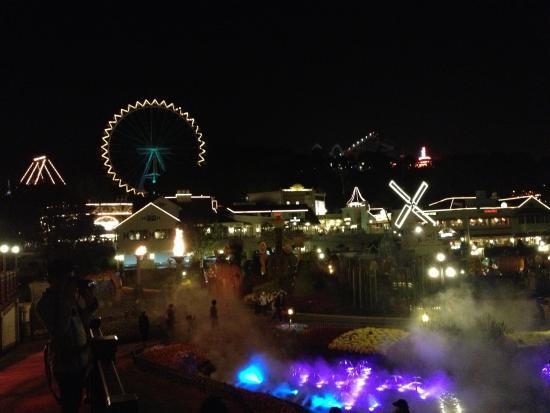 Yongin, Corea del Sur: Дождитесь вечера. Этот парк становится еще более прекрасным