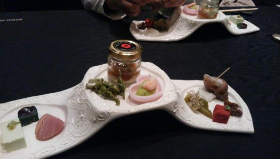 Mode Washoku Sasa Herbisplazaent: 前菜、小さくて綺麗な料理