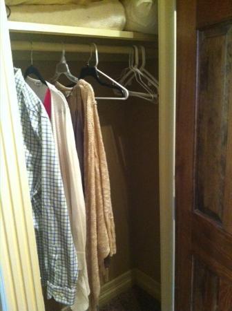 Flatiron Flats: Closet