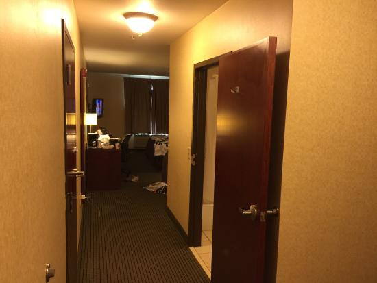 Sleep Inn & Suites: Nice place, stayed for $99, lets you stay til 1pm, checkout officially 11am