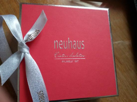 Hotel Manos Stéphanie: Chocolats de bienvenue