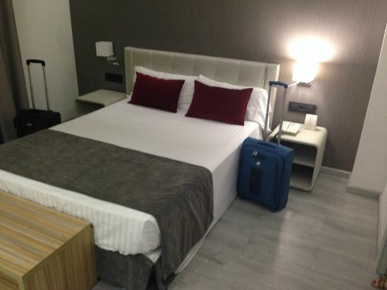 Sweet Hotel Renasa: Habitación doble con cama de matrimonio.