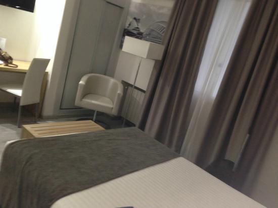 Sweet Hotel Renasa: Vista habitación.